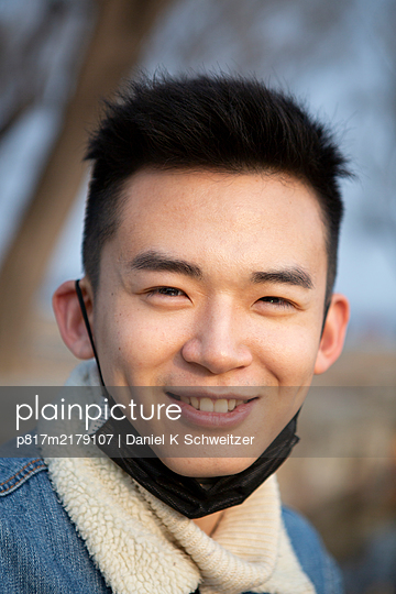 Smiling Asian with community mask - p817m2179107 by Daniel K Schweitzer