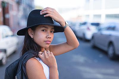 Portrait of teenage girl posing in city street - p1315m1565942 by Wavebreak