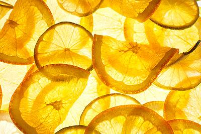 Thin orange slices - p300m2070243 by Kai Schwabe