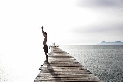Dive - p1082m1589790 by Daniel Allan
