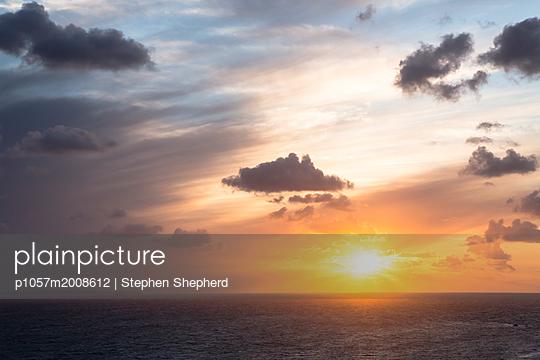 Sonnenuntergang über dem Meer - p1057m2008612 von Stephen Shepherd