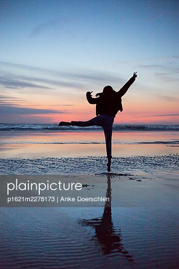 Dancing on the beach - p1621m2278173 by Anke Doerschlen