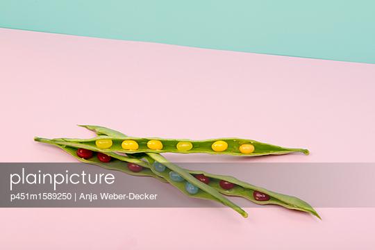 Bohnen mit Jelly Bellys - p451m1589250 von Anja Weber-Decker