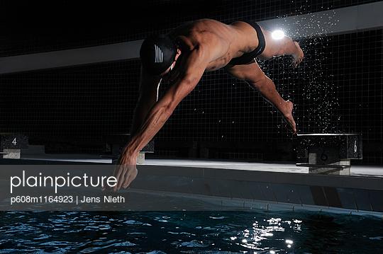 Schwimmen - p608m1164923 von Jens Nieth