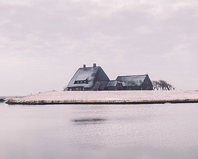 Kirchwarft auf der Hallig Hooge - p1085m880901 von David Carreno Hansen