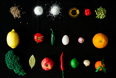 Fruits and spices on black background - p312m2092171 by Peter Rutherhagen