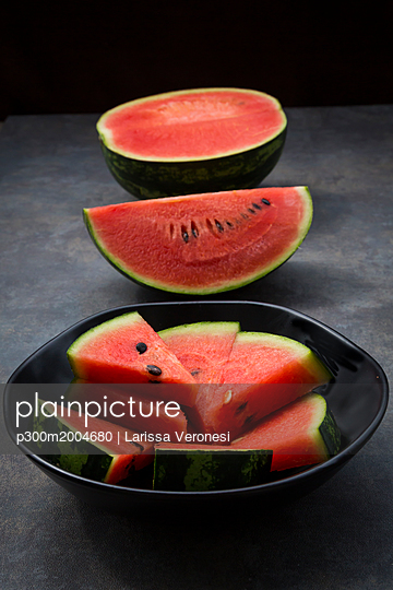 Sliced watermelon - p300m2004680 von Larissa Veronesi