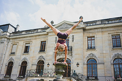 Handstand - p1295m2133595 by Katharina Bauer
