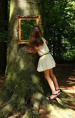 Mirror in a forest - p045m916851 by Jasmin Sander