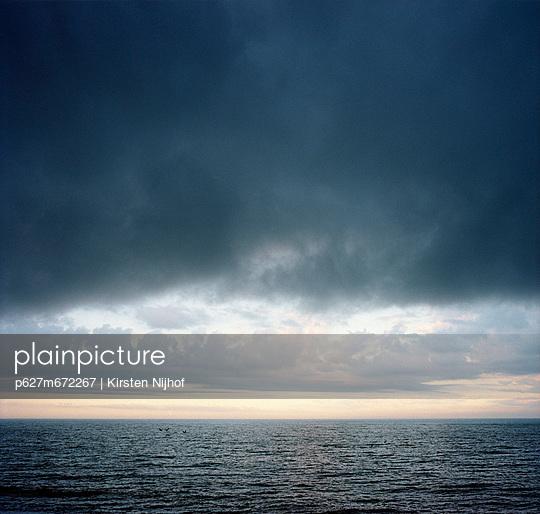 Meer mit Gewitterwolke - p627m672267 by Kirsten Nijhof