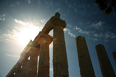 Herakles Tempel, Valle dei Templi, Sizilien - p1038m1065638 von BlueHouseProject