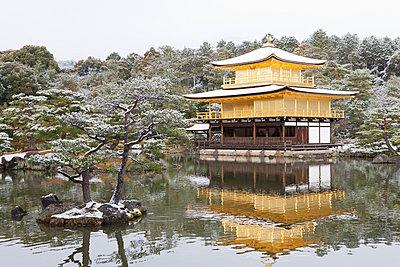 Kinkaku-ji im Winter - p7980210 von Florian Loebermann