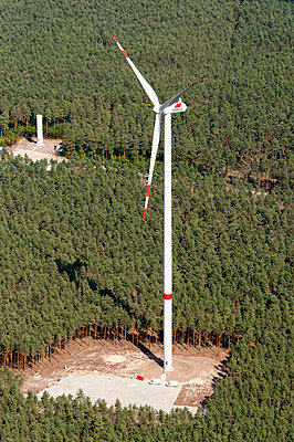 Germany, Construction of a wind turbine - p1079m2152588 by Ulrich Mertens
