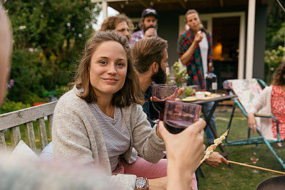 Garden party - p788m2037434 by Lisa Krechting