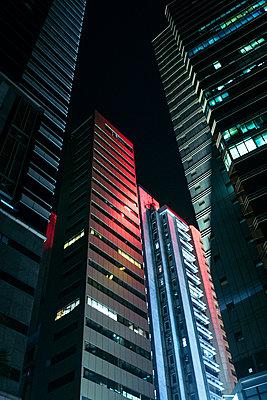 Skyscrapers in Hong Kong - p795m2187223 by JanJasperKlein