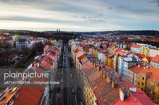 plainpicture - plainpicture p871m1583798 - High view of house rooftops... - plainpicture/robertharding/Christian Kober