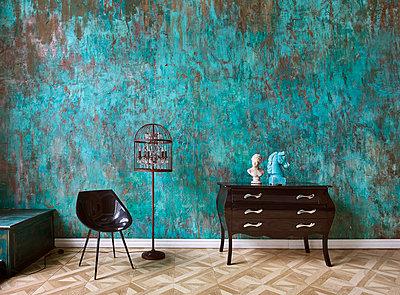 Loft with Art Nouveau furniture - p390m1477095 by Frank Herfort