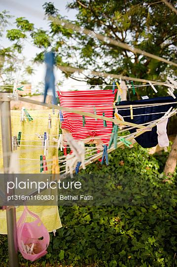 Wäschespinne, Algarve, Portugal - p1316m1160830 von Bethel Fath