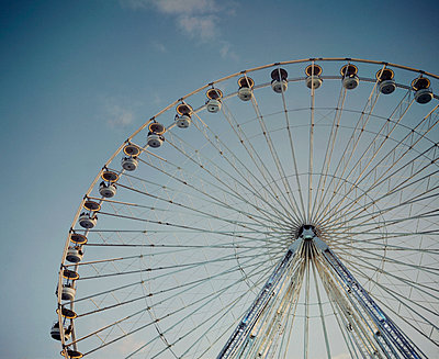 Ferris wheel, Paris, France - p1028m2044071 by Jean Marmeisse