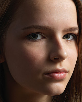 Girl, close-up - p1376m2065730 by Melanie Haberkorn