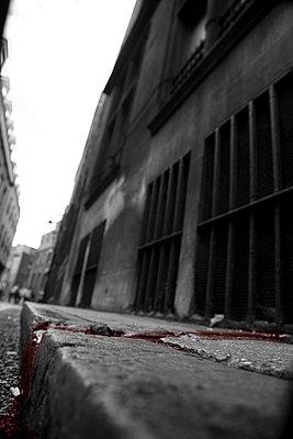 London - p817m1067754 by Daniel K Schweitzer