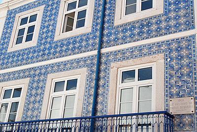 Azulejo tiles on building facade - p675m922845 by Marion Barat