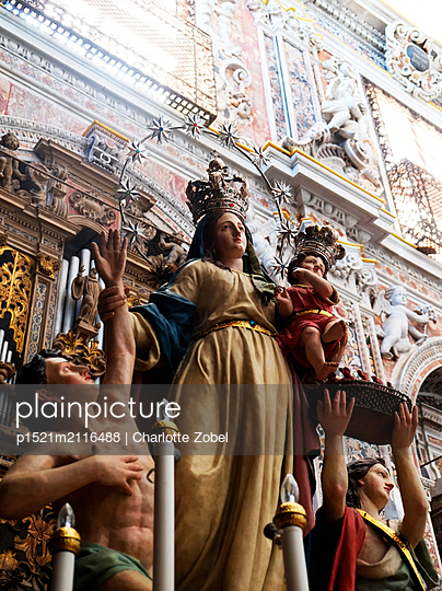 Statue of the Virgin Mary in a church - p1521m2116488 by Charlotte Zobel