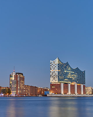 Elbphilharmonie in Hamburg - p1124m1090446 von Willing-Holtz