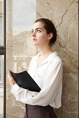 Business woman - p113m698922 by Lioba Schneider