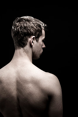 Rear view, Young man - p975m2125710 by Hayden Verry