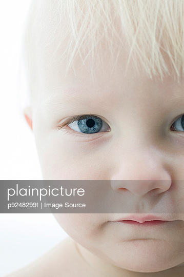 Baby face - p9248299f by Image Source