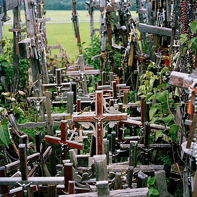 Hill-of-Crosses Lithuania Baltic-States Europe - p1097m882200 von Mélanie Bahuon