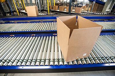 Empty box on moving conveyor belt - p429m803058f by Arno Masse