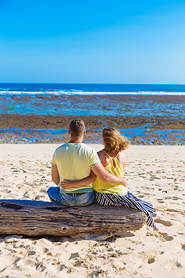 Young couple on beach - p1108m1503452 by trubavin