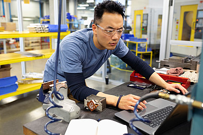 Male engineer working at laptop in research lab - p1192m2105166 by Hero Images