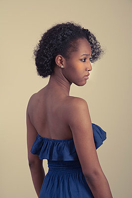 Young black woman - p397m716288 by Peter Glass