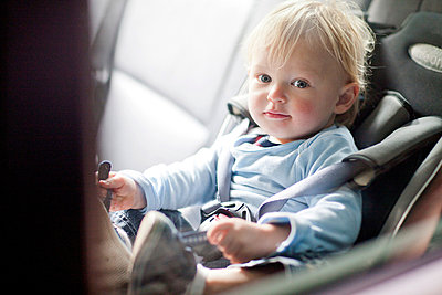 Baby boy in back seat of car - p429m824222f by Zero Creatives