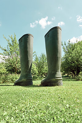 Rubber boots placed on lawn - p851m2289565 by Lohfink