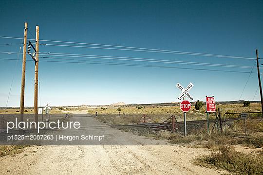 Bahnübergang in Süd Colorado - p1525m2087263 von Hergen Schimpf