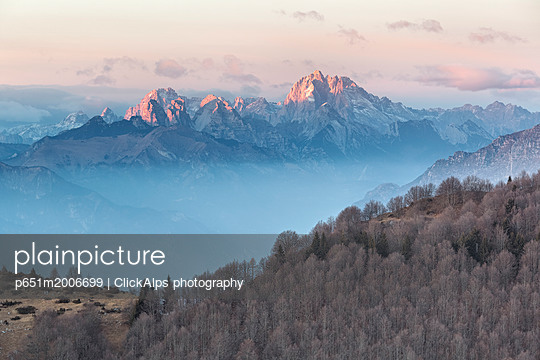 Europe, Italy, Veneto, Treviso, Cansiglio. View towards the Dolomites from mount Pizzoc at sunset - p651m2006699 by ClickAlps