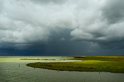 bad weather workum - p1132m1064191 by Mischa Keijser