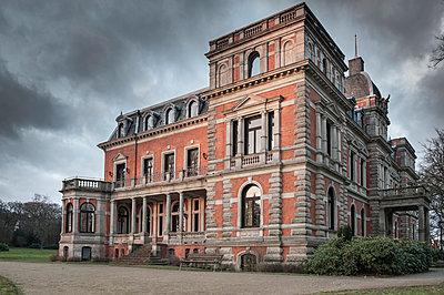 Unwetter am Schloß - p299m925173 von Silke Heyer