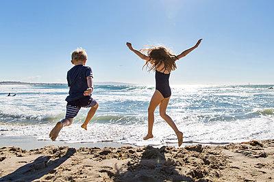 Beach holidays - p756m2087350 by Bénédicte Lassalle