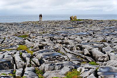 Spaziergang im Burren - p1154m2127112 von Tom Hogan