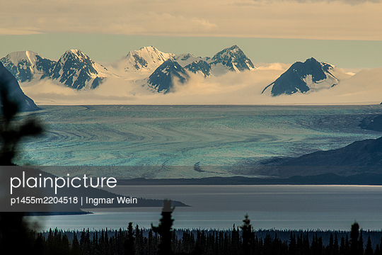 View of glacier and mountain range - p1455m2204518 by Ingmar Wein