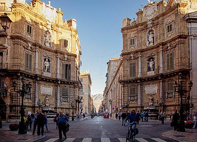 Quattro Canti in Palermo - p382m2164341 by Anna Matzen
