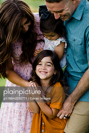 Close Up of Military Family Tickling Oldest Daughter in San Diego - p1166m2292771 by Cavan Images
