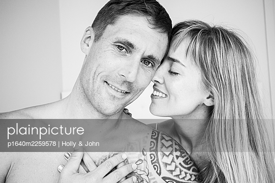 Couple in love, close-up - p1640m2259578 by Holly & John