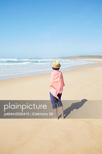 Strandspaziergang - p464m2026416 von Elektrons 08
