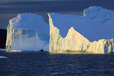 Icebergs in Arctic Ocean, Greenland - p1026m992021f by Romulic-Stojcic